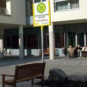 Фальшивые автобусные остановки обманывают пациентов