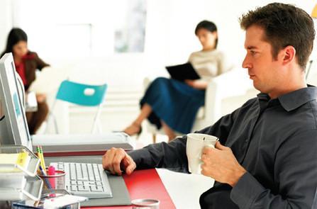 Работа в офисе может привести к набору веса